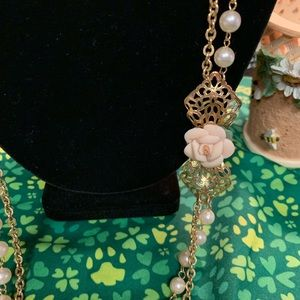 1928 Pearl necklace with Rose accent